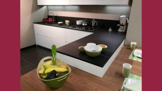 piano di lavoro di una cucina in agglomerato di quarzo presso Arredamenti Boagno a Savona
