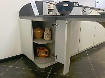 Cucina_Snaidero_OLA20_laccato_opaco_micalizzato_con_penisola_design_Pininfarina (2)