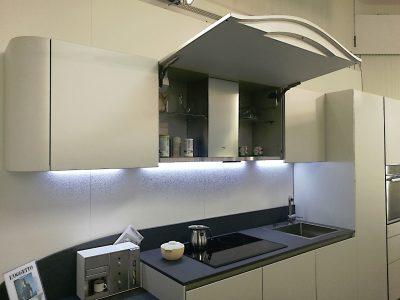 Cucina_Snaidero_OLA20_laccato_opaco_micalizzato_con_penisola_design_Pininfarina (5)