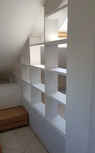 Libreria_bifacciale_mansarda_su_misura_Vado Ligure_De Rosso_Alfabeto_Foto_2