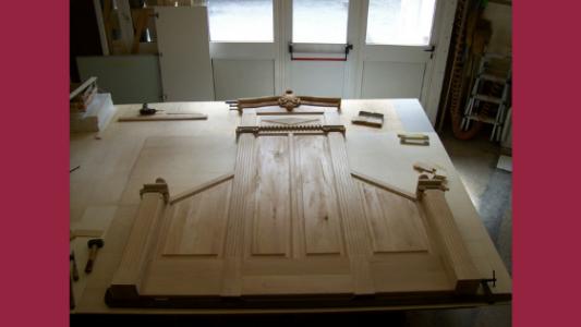 Assemblaggio degli elementi della boiserie della Chiesa di Santa Lucia di Savona realizzata da Luigi Boagno