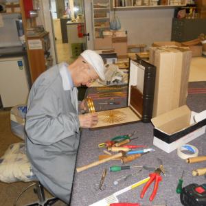 Luigi Boagno presso il laboratorio di falegnameria di Arredamenti Boagno