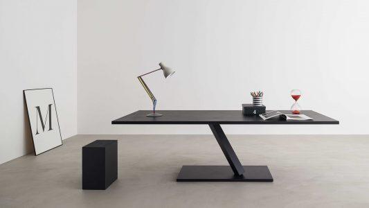 Tavolo della linea Element di Desalto
