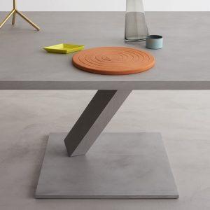 Dettaglio di un tavolo della linea Element di Desalto
