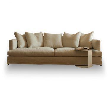 Hampton è un nuovo divano componibile dalle forme eleganti e raffinate, una vera e propria rivisitazione in chiave moderna del classico divano